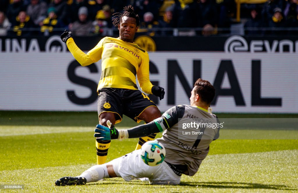 Michy Batshuayi of Dortmund is challenged by Philipp Tschauner of Hannover during the Bundesliga match between Borussia Dortmund and Hannover 96 at Signal Iduna Park on March 18, 2018 in Dortmund, Germany.