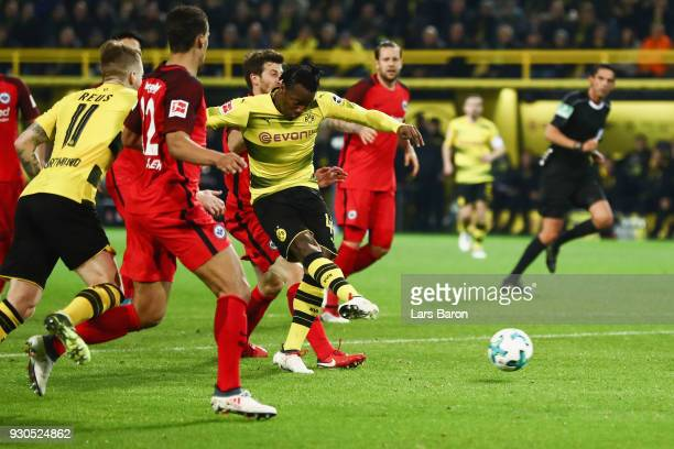 Michy Batshuayi of Dortmund scores his team's second goal during the Bundesliga match between Borussia Dortmund and Eintracht Frankfurt at Signal...
