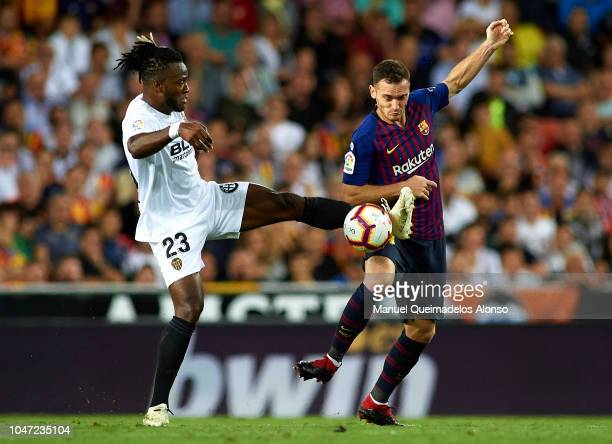 Michy Batshuayi of Valencia competes for the ball with Thomas Vermaelen of Barcelona during the La Liga match between Valencia CF and FC Barcelona at...