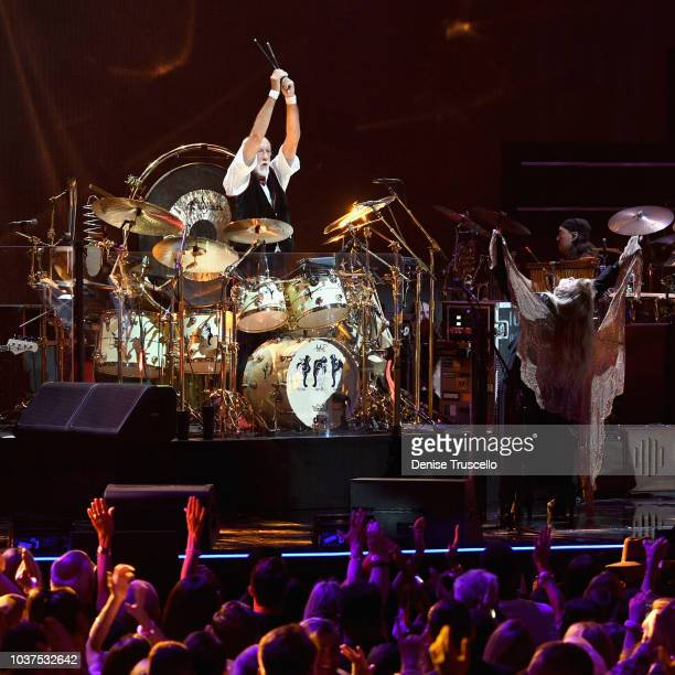 Mick Fleetwood and Stevie Nicks of Fleetwood Mac perform onstage during the 2018 iHeartRadio Music Festival at TMobile Arena on September 21 2018 in...