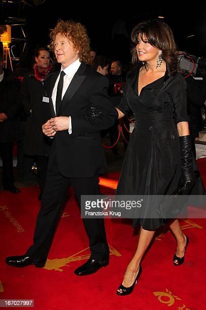 Mick Hucknall Mit Freundin Gabriella Wesberry Der 45 Verleihung Der Goldenen Kamera In Der Ullstein Halle In Berlin