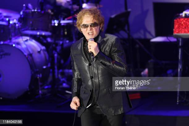 Mick Hucknall of Simply Red perform on stage during the German Sustainability Award at Maritim Hotel on November 22, 2019 in Duesseldorf, Germany.