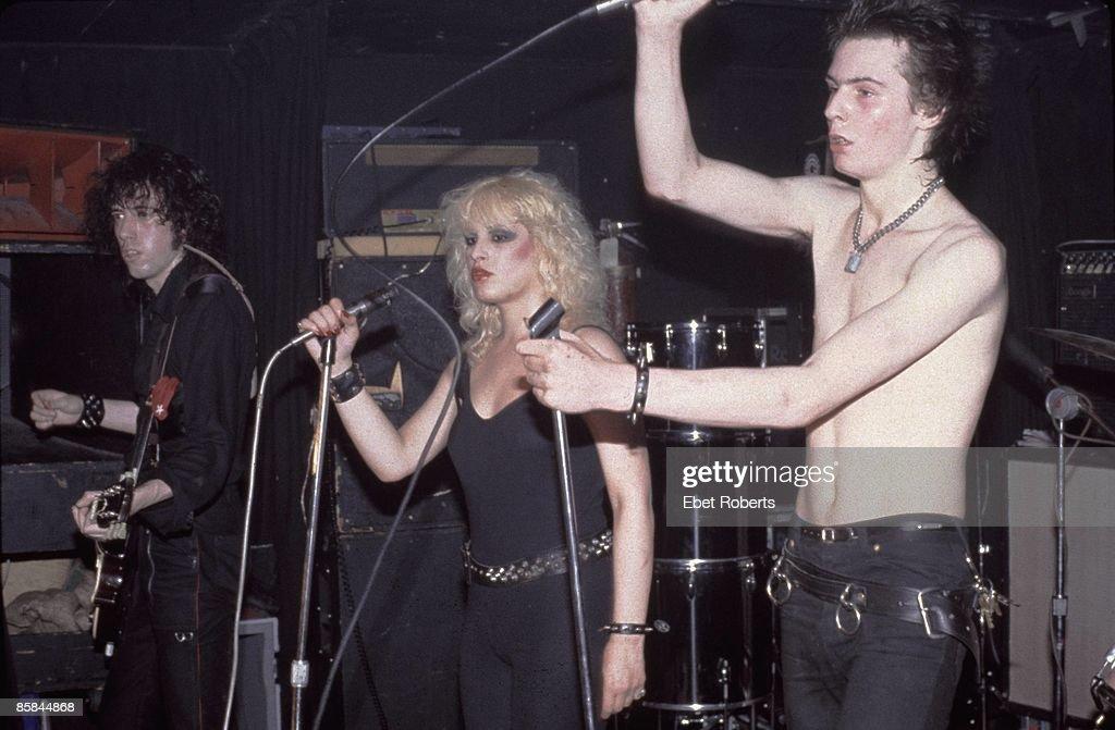 Sid And Nancy With Mick Jones : ニュース写真