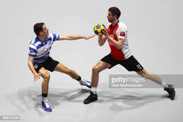 Mick Snel of Top/Quoration shoots in front of Momo Stavenuiter of BlauwWit during the Dutch Korfball League Final between BlauwWit and TOP/Quoratio...