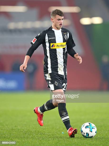 Mickael Cuisance of Borussia Moenchengladbach controls the ball during the Bundesliga match between VfL Wolfsburg and Borussia Moenchengladbach at...