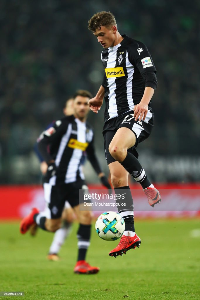 Mickael Cuisance of Borussia Monchengladbach in action during the Bundesliga match between Borussia Moenchengladbach and Hamburger SV at Borussia-Park on December 15, 2017 in Moenchengladbach, Germany.