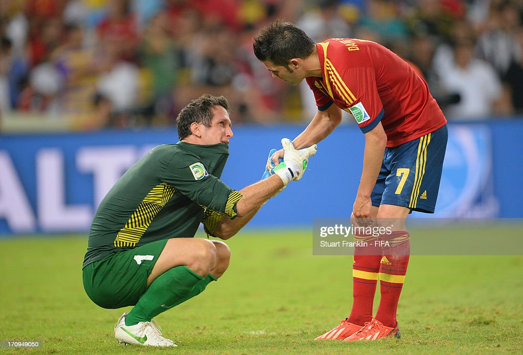 Mickael Roche of Tahiti shakes hands with David Villa of Spain at the end of the FIFA Confederations Cup Brazil 2013 Group B match between Spain and Tahiti at the Maracana Stadium on June 20, 2013 in Rio de Janeiro, Brazil.