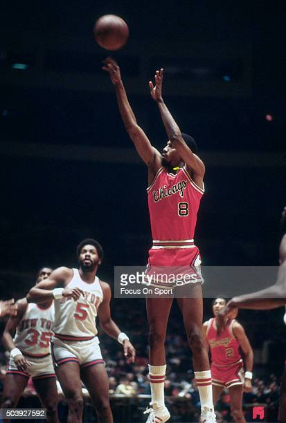Mickey Johnson of the Chicago Bulls shoots against the New York Knicks during an NBA basketball game circa 1978 at Madison Square Garden in the...