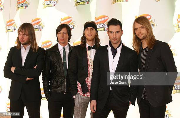 Mickey Madden Matt Flynn Jesse Carmichael Adam Levine and James Valentine of Maroon 5
