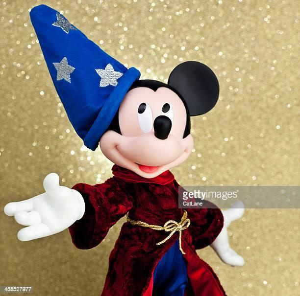 mickey mouse como el aprendiz de brujo - mickey mouse fotografías e imágenes de stock
