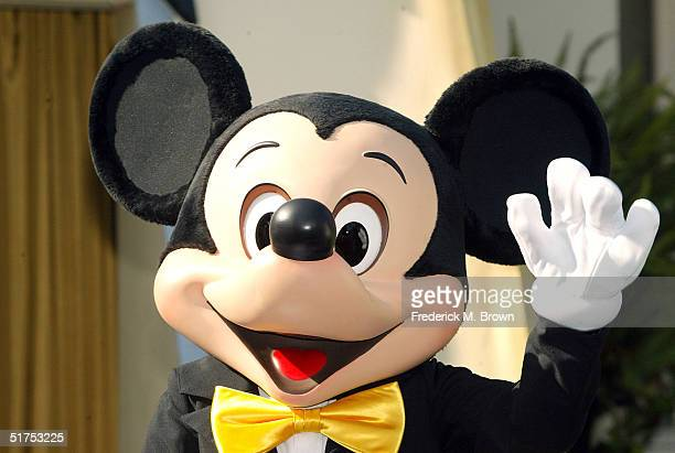 Mickey Mouse waves during announcement naming him as the Grand Marhsall of the 2005 Tournment of Roses Parade on November 16 2004 in Pasadena...