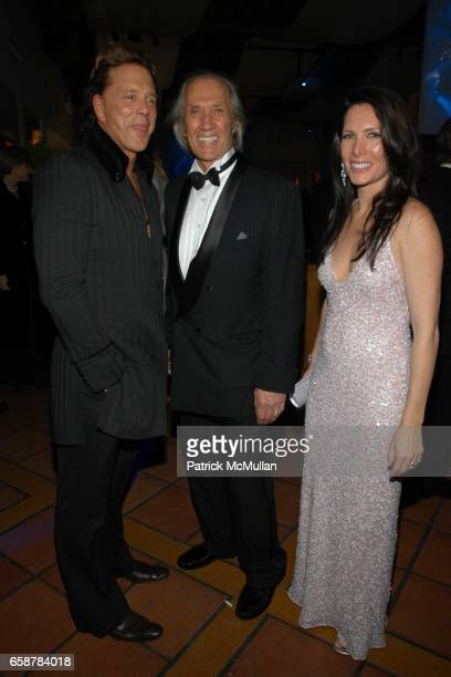 Mickey Rourke David Carradine and Annie Bierman attend the 2004 Vanity Fair Oscar Party at Mortons on February 29 2004 in Beverly Hills California