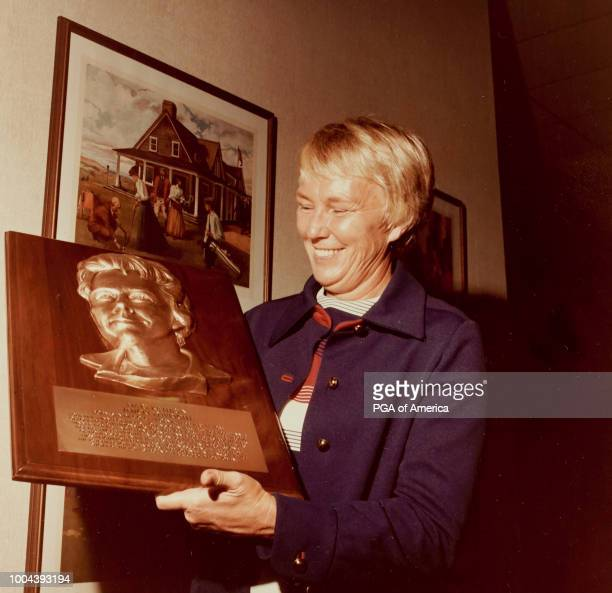 Mickey Wright smiles for photo with her award