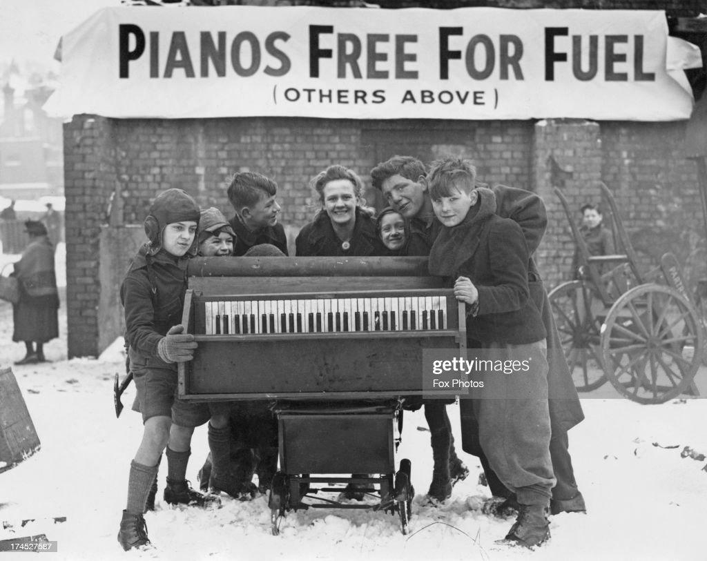Pianos Free For Fuel : News Photo