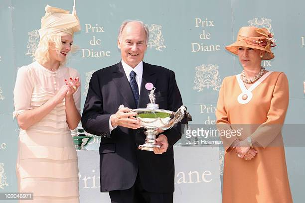 Micky Green his Highness the Aga Khan and Princess Zahra Aga Kahn pose during the 161th Prix de Diane horse racing on June 13 2010 in Chantilly north...