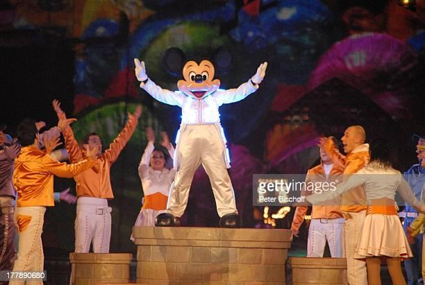 Micky Maus Darsteller 'High School Musical' Eröffnungsshow 'It's Party Time mit Micky und seinen Freunden' bei 'Mickys Fantastisches Fest' zugunsten...