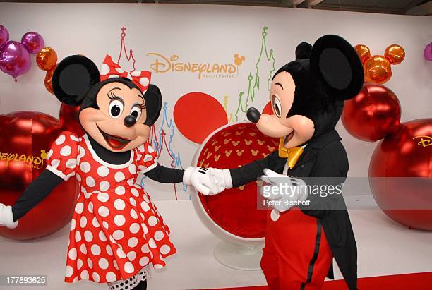 Micky und Minnie Maus Mickys Fantastisches Fest Disneyland Resort Paris Disneyland Park Frankreich Europa Freizeitpark Vergnügungspark roter Teppich...