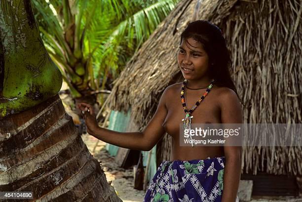 Micronesia Caroline Isls Pulap Island Native Girl In Lava Lava