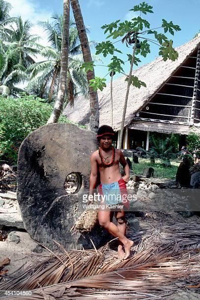 Micronesia Yap Isls Map Isl Map Islander Leaning Against Traditional Stone Money
