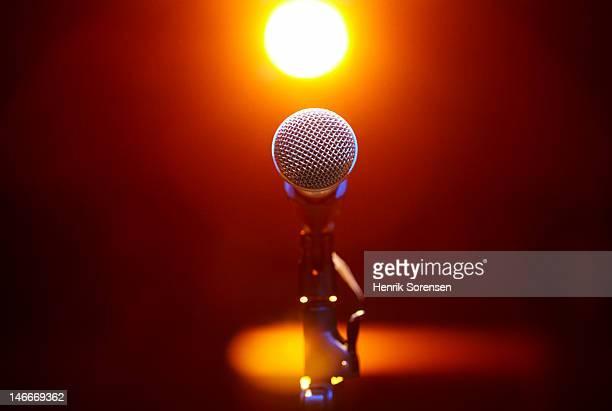 microphone at a concert - musik stockfoto's en -beelden