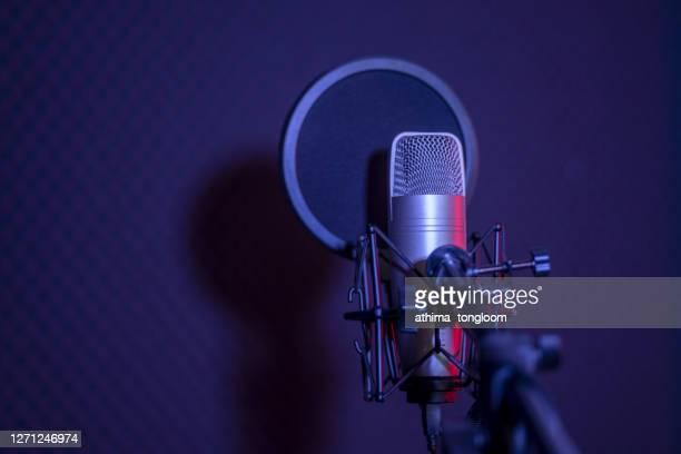 microphone in radio station broadcasting studio. - ラジオ ストックフォトと画像