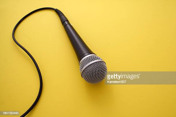 microphone sur fond orange - micro photos et images de collection