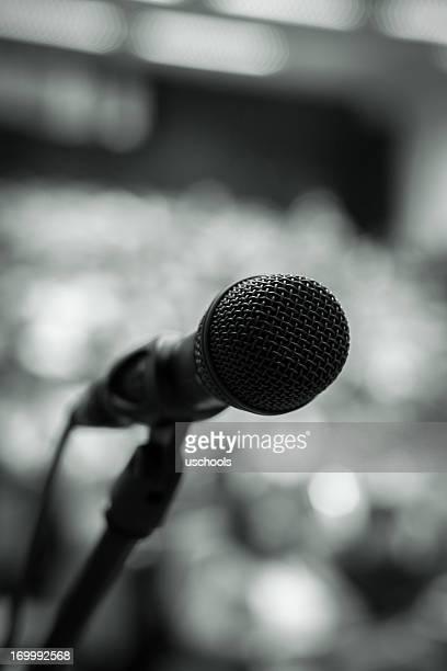 Microfone na frente de Auditório