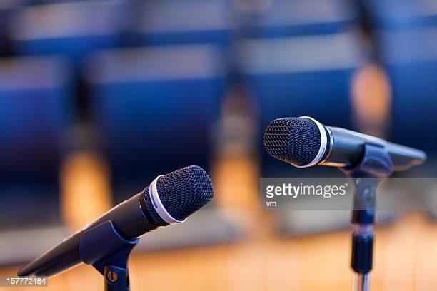 microfones - dois objetos - fotografias e filmes do acervo