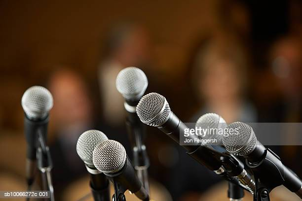 microphones with stand, close-up - mikrofon stock-fotos und bilder