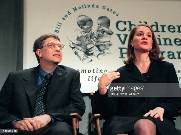 Microsoft Chairman Bill Gates and his wife Melinda hold a press conference in New York 02 December to announce a 100 million USD gift to establish...