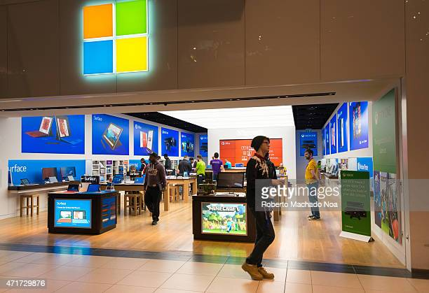 CENTRE TORONTO ONTARIO CANADA Microsoft Corporation increases its retail operation in Canada by opening the eight store in the Eaton Centre one of...