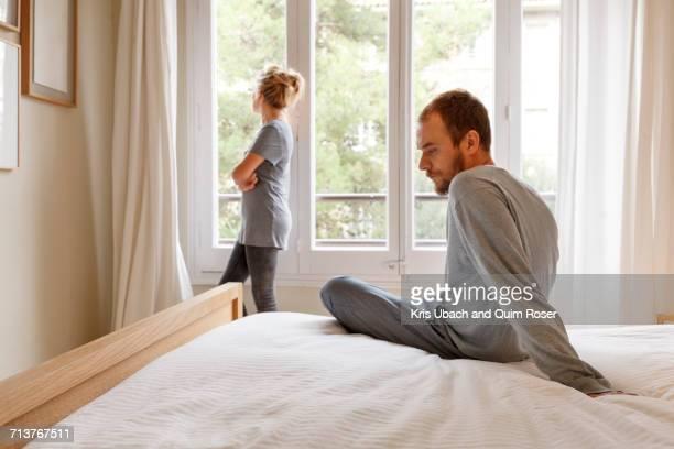 mid adult couple in bedroom, having disagreement - conflict stockfoto's en -beelden