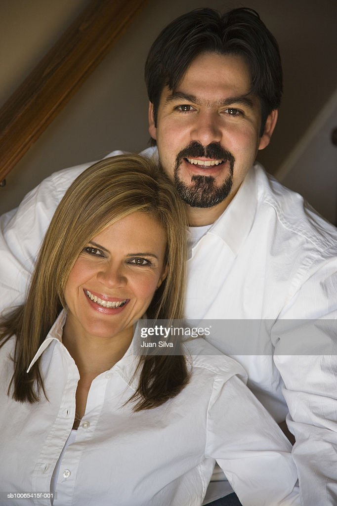 Mid adult couple smiling indoors, portrait : Foto stock