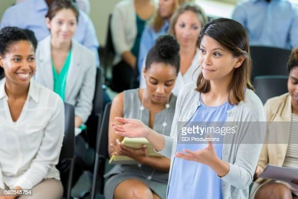 彼女の手を半ば大人の女性ビジネス教授の話