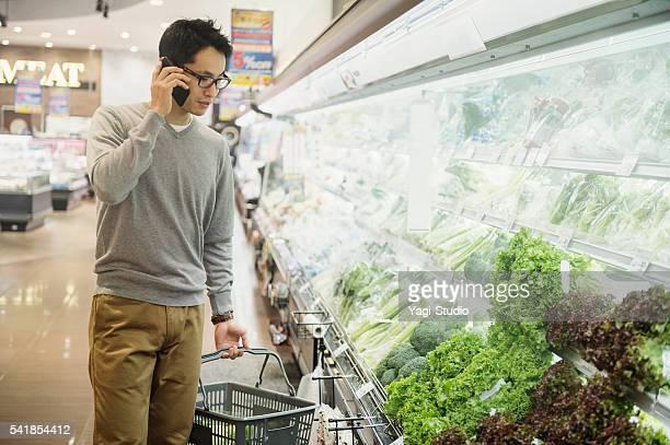 30 代の男性の食料品のスーパーで購入