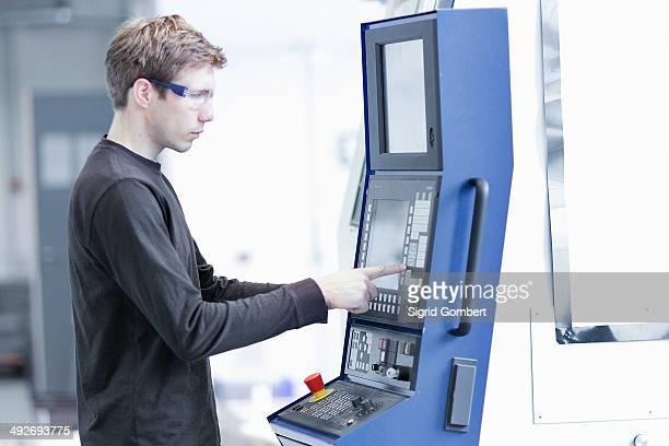 mid adult male technician maintaining machines in engineering plant - sigrid gombert stock-fotos und bilder