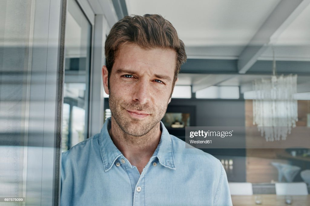 Mid adult man at his home, portrait : Stock-Foto