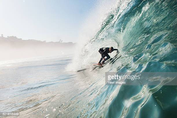 mid adult man surfing rolling wave, leucadia, california, usa - surf fotografías e imágenes de stock