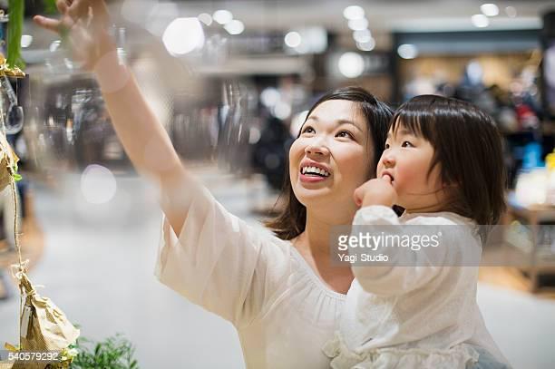 30 代母のスーパーマーケット、家族