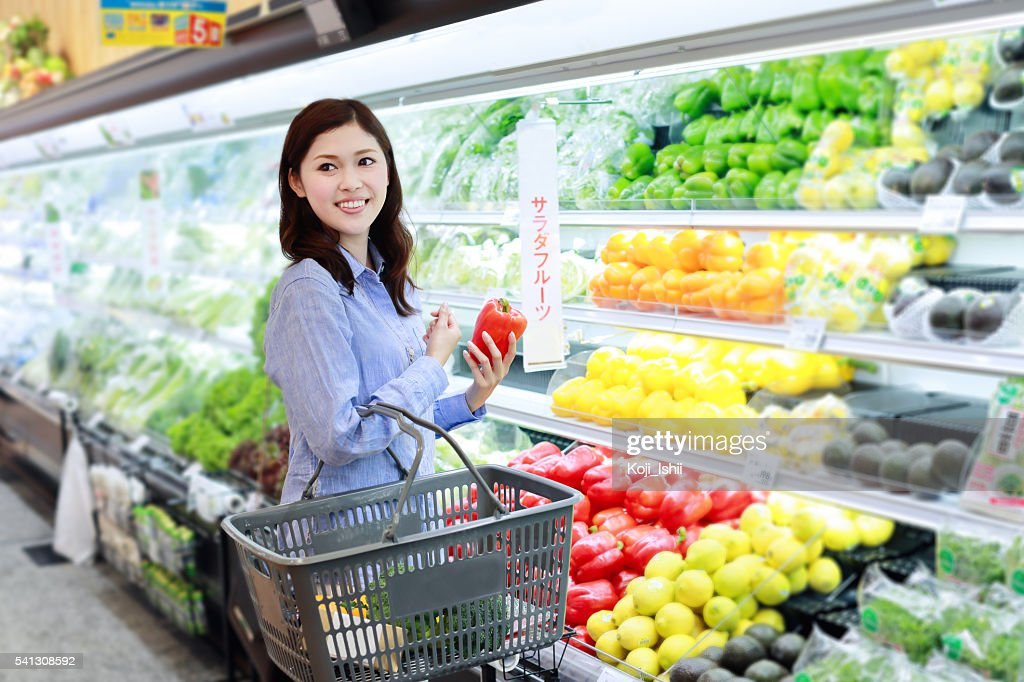 Mid adult woman buying grocery in supermarket : Stock Photo