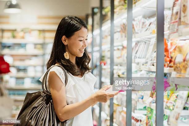 30 代の女性のスーパーで購入食料品