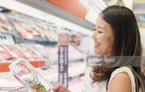 30 代の女性のスーパー