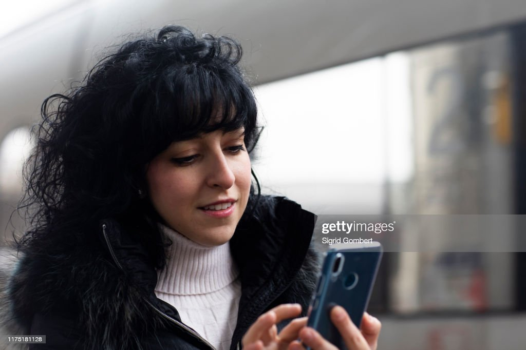 Mid adult woman using smartphone touchscreen in city : Stock-Foto