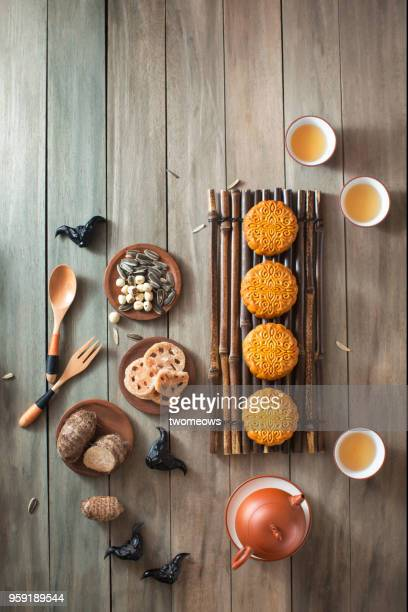 mid autumn festival food and drink. - moon cake stock pictures, royalty-free photos & images