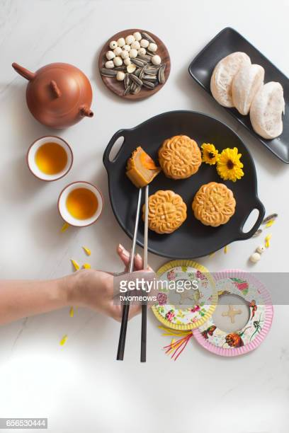 mid autumn festival foods and drinks. - moon cake stock pictures, royalty-free photos & images