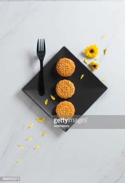 mid autumn festival moon cake. - moon cake stock pictures, royalty-free photos & images