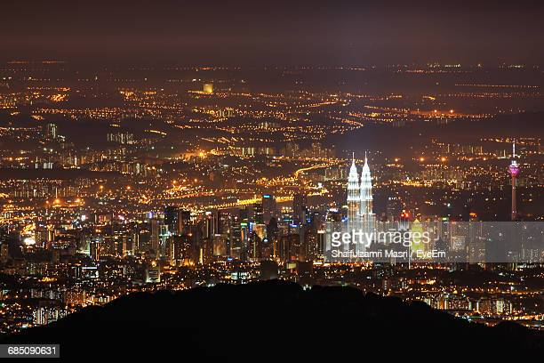 mid distance view of illuminated petronas tower and kuala lumpur tower at night - shaifulzamri stock pictures, royalty-free photos & images
