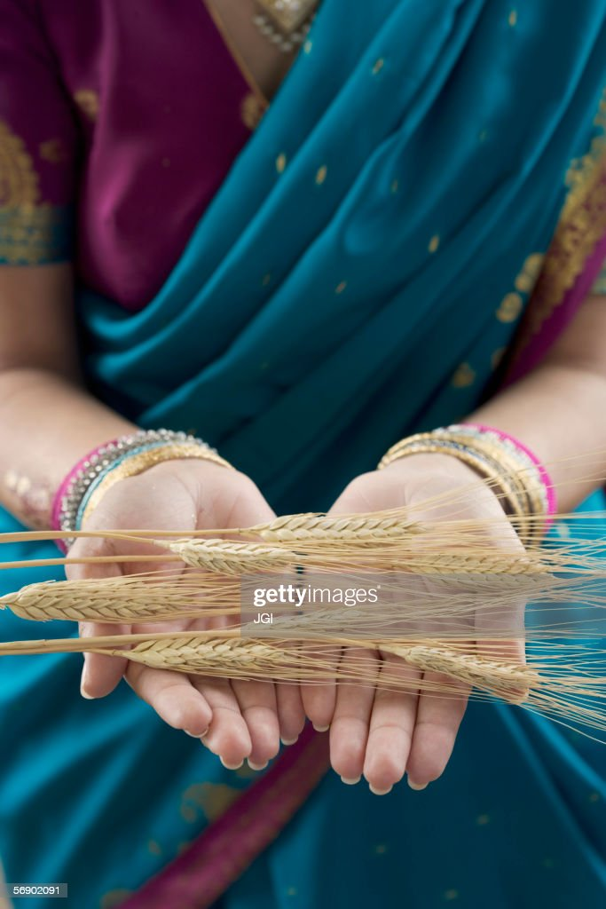 Mid section view of a woman holding husk : Stock Photo