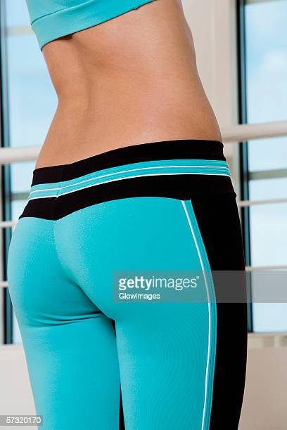 mid section view of a young woman exercising - fesses femme gros plan photos et images de collection