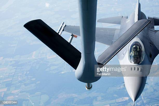 mid-air refueling of an f-16 - us air force stock pictures, royalty-free photos & images